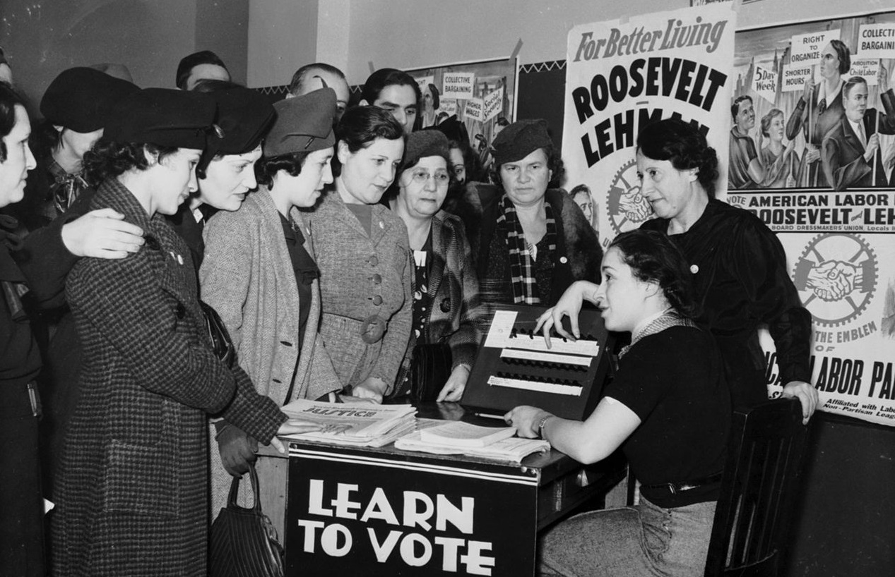 1280px-women_voter_outreach_1935_english_yiddish22